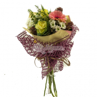Букет с герберой, хризантемой и зеленью