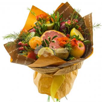 Букет вкусных фруктов с цветами