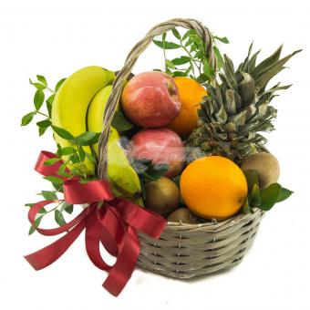 Небольшая корзина фруктов